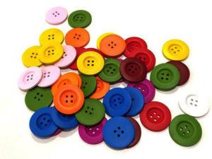 Participantes con un par de botones