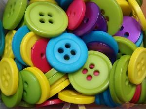Entre botones anda el juego